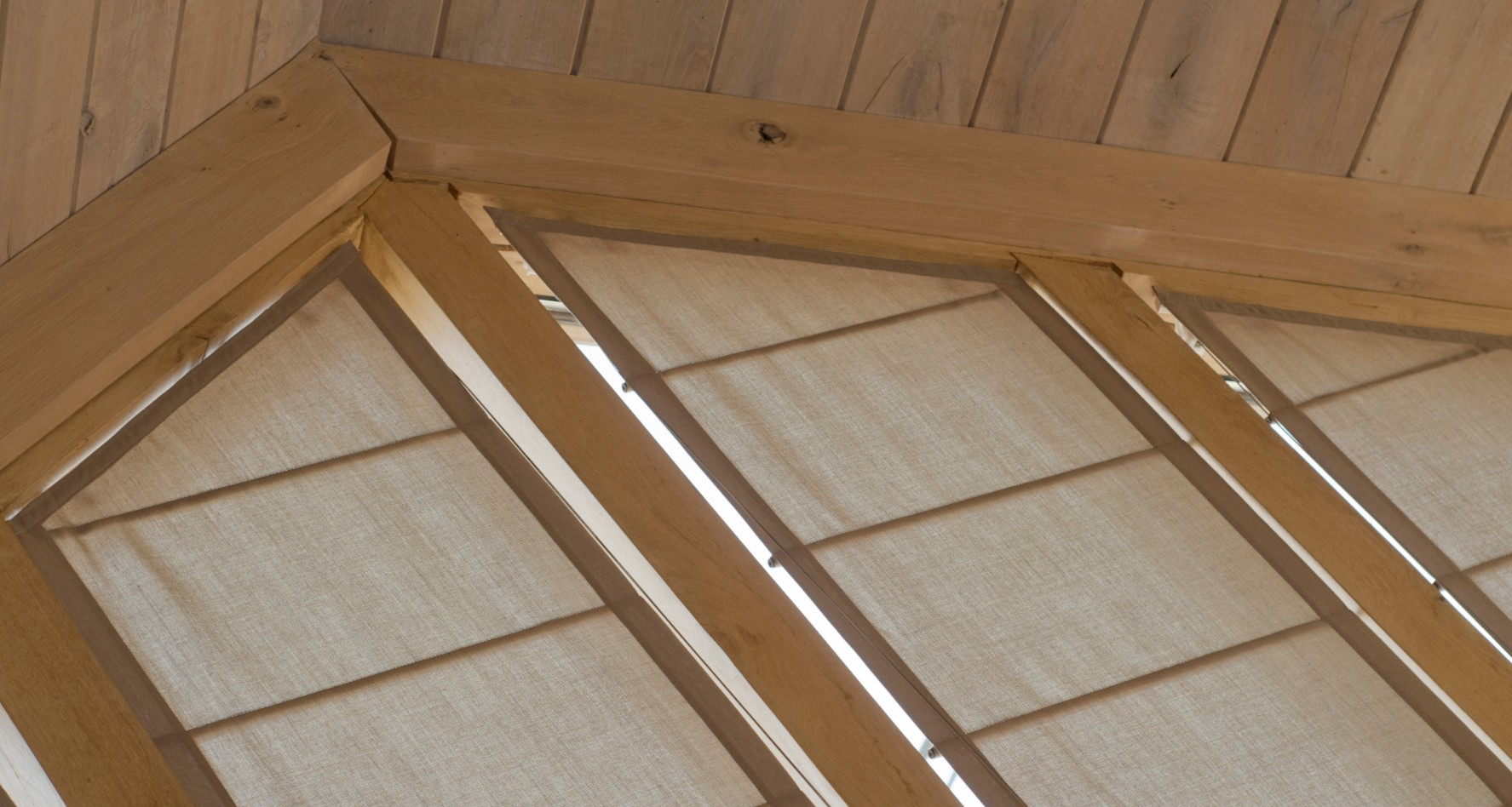 Laloux stores et rideaux sur mesure en vente en ligne for Rideaux fenetre triangulaire